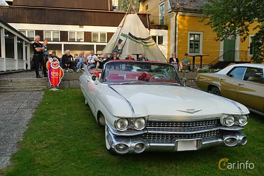 Front/Side  of Cadillac Sixty-Two Convertible 6.4 V8 OHV Hydra-Matic, 330ps, 1959 at Onsdagsträffar på Gammlia Umeå 2019 vecka 35