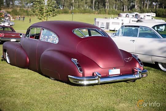 Bak/Sida av Cadillac Sixty-Two Club Coupé 5.7 V8 Hydra-Matic, 152ps, 1946 på Bil & Mc-café vid Tykarpsgrottan v.33 (2017)