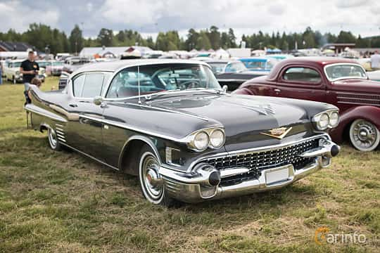 Front/Side  of Cadillac Sixty-Two Coupé de Ville 6.0 V8 Automatic, 314ps, 1958 at Classic Car Week Rättvik 2015