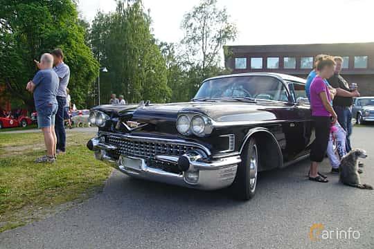 Front/Side  of Cadillac Sixty-Two Coupé de Ville 6.0 V8 Automatic, 314ps, 1958 at Onsdagsträffar på Gammlia Umeå 2019 vecka 30