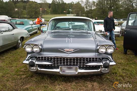 Front  of Cadillac Sixty-Two Sedan de Ville 6.0 V8 Automatic, 314ps, 1958 at Power America Fest, Nossebro 2015