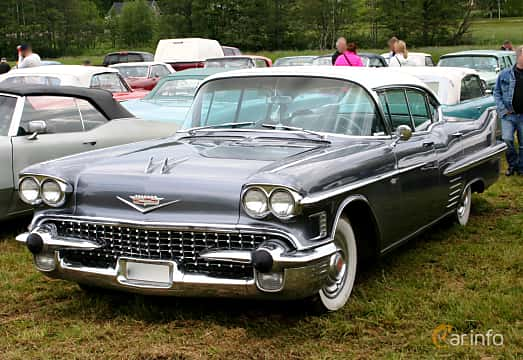Front/Side  of Cadillac Sixty-Two Sedan de Ville 6.0 V8 Automatic, 314ps, 1958