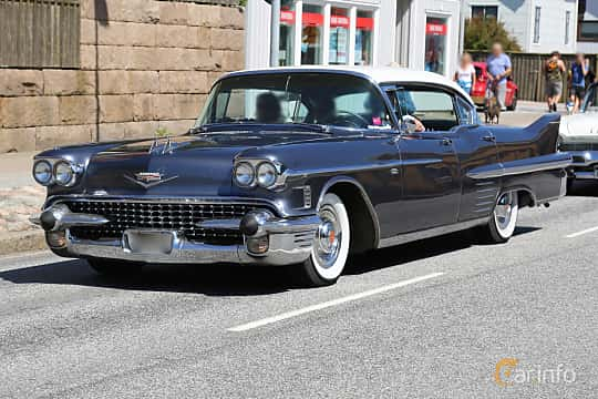 Front/Side  of Cadillac Sixty-Two Sedan de Ville 6.0 V8 Automatic, 314ps, 1958 at Cruising Lysekil 2018