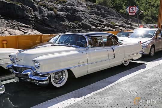 Fram/Sida av Cadillac Sixty-Two Sedan de Ville 6.0 V8 Automatic, 289ps, 1956 på Cruising Lysekil 2019