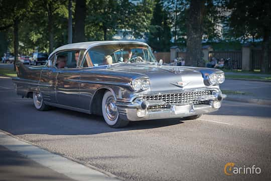 Front/Side  of Cadillac Sixty-Two Sedan de Ville 6.0 V8 Automatic, 314ps, 1958 at Power Big Meet 2015
