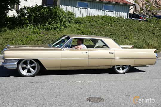 Sida av Cadillac Sixty-Two 4-window Sedan 7.0 V8 OHV Hydra-Matic, 345ps, 1964 på Cruising Lysekil 2019