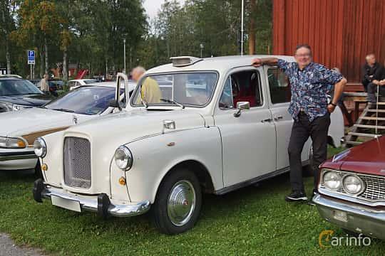 Front/Side  of Carbodies FL2R 2.3 Automatic, 72ps, 1985 at Onsdagsträffar på Gammlia Umeå 2019 vecka 33