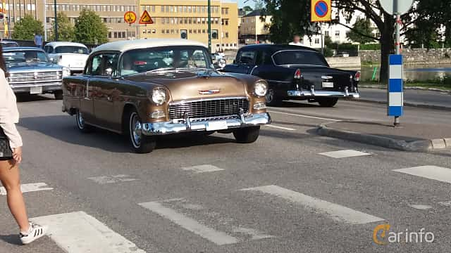 Fram/Sida av Chevrolet Two-Ten 4-door Sedan 4.3 V8 Powerglide, 165ps, 1955 på Nostalgidagarna Härnösand 2019