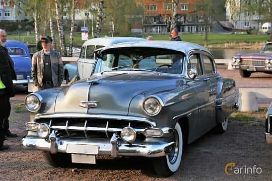 Front/Side  of Chevrolet Bel Air 4-door Sedan 3.9 Manual, 117ps, 1954 at Kungälvs Kulturhistoriska Fordonsvänner  2018 v.35