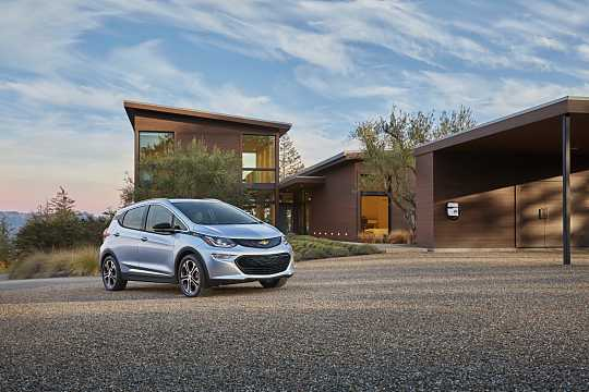 Front/Side  of Chevrolet Bolt 60 kWh Single Speed, 204hp, 2017