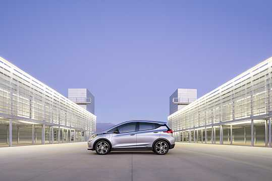 Side  of Chevrolet Bolt 60 kWh Single Speed, 204hp, 2017