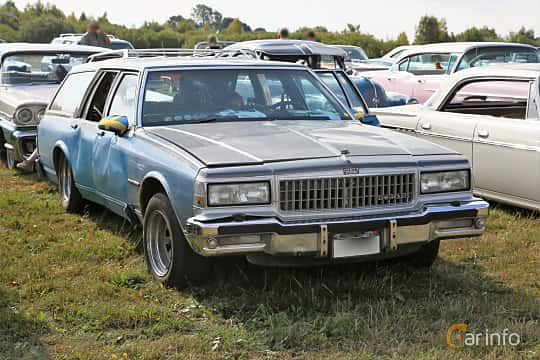 Front/Side  of Chevrolet Caprice Classic Station Wagon 5.0 V8 Automatic, 141ps, 1987 at Falköping Nasco Yankee Meet 2018