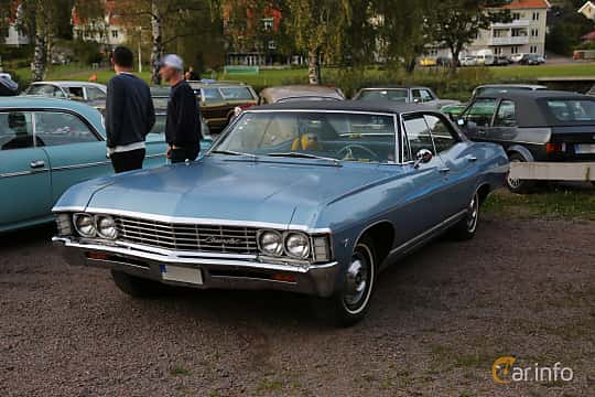 Front/Side  of Chevrolet Caprice Sport Sedan 4.6 V8 Powerglide, 198ps, 1967 at Kungälvs Kulturhistoriska Fordonsvänner  2019 Torsdag vecka 35