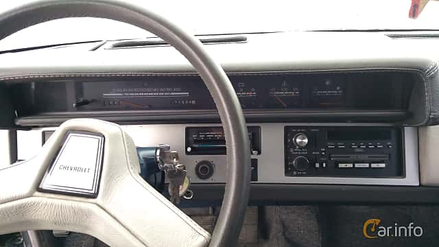 Interior of Chevrolet Celebrity Sedan 2.8 V6 Automatic, 127ps, 1989