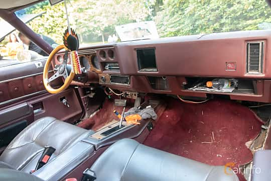 Interior of Chevrolet Chevelle Malibu Classic Coupé 5.7 V8 Hydra-Matic, 147ps, 1976 at Billesholms Veteranbilsträff 2019 augusti