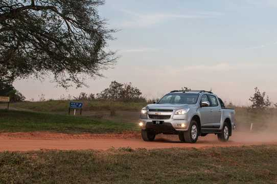 Front/Side  of Chevrolet Colorado Crew Cab 2.8 CTDI 4x4 Automatic, 203hp, 2013