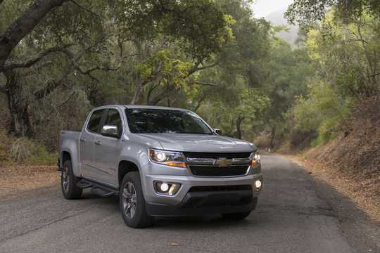Front/Side  of Chevrolet Colorado Crew Cab (NA) 2.8 4WD Automatic, 184hp, 2016