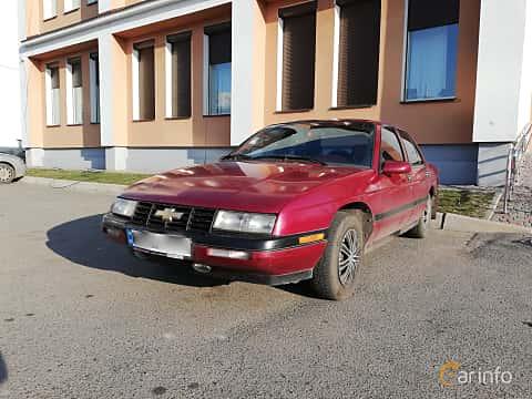 Fram/Sida av Chevrolet Corsica Sedan 3.1 V6 Automatic, 142ps, 1993