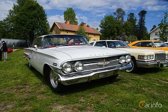 Front/Side  of Chevrolet Impala Sport Coupé 5.7 V8 Powerglide, 324ps, 1960 at Motorträff på Olofsfors Bruk 2019