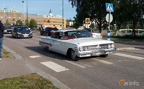 Front/Side  of Chevrolet Impala Sport Coupé 5.7 V8 Automatic, 254ps, 1960 at Nostalgidagarna Härnösand 2019