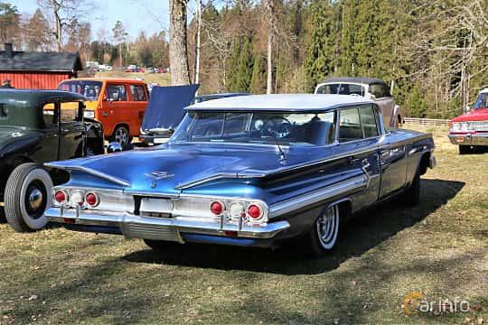 Back/Side of Chevrolet Impala Sport Sedan 4.6 V8 Powerglide, 173ps, 1960 at Uddevalla Veteranbilsmarknad Backamo, Ljungsk 2019