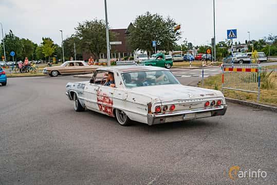 Back/Side of Chevrolet Impala Sport Sedan 4.6 V8 Powerglide, 198ps, 1964 at Wheels & Wings 2019