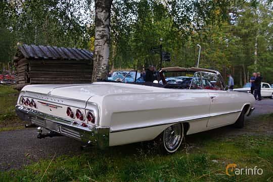 Back/Side of Chevrolet Impala Convertible 4.6 V8 Manual, 198ps, 1964 at Onsdagsträffar på Gammlia Umeå 2019 vecka 35