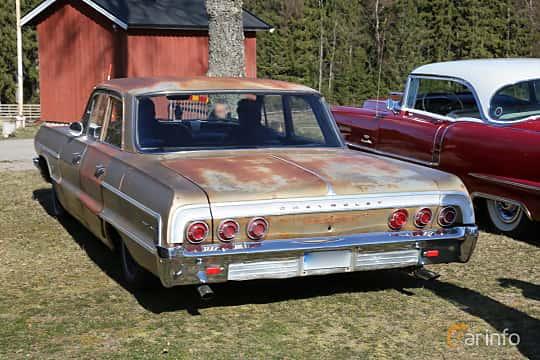 Back/Side of Chevrolet Impala Sedan 4.6 V8 Powerglide, 198ps, 1964 at Uddevalla Veteranbilsmarknad Backamo, Ljungsk 2019