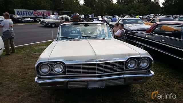 Front  of Chevrolet Impala Sedan 4.6 V8 Powerglide, 198ps, 1964 at Wheels & Wings 2015
