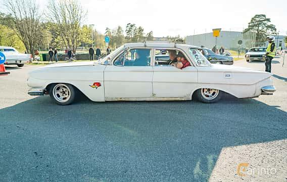 Side  of Chevrolet Impala Sedan 3.9 Powerglide, 137ps, 1961 at Wheelers Cruising, Vetlanda 2019