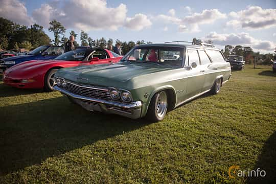 Fram/Sida av Chevrolet Impala 3-seat Station Wagon 5.4 V8 Powerglide, 254ps, 1965 på Bil & Mc-café vid Tykarpsgrottan v.33 (2017)