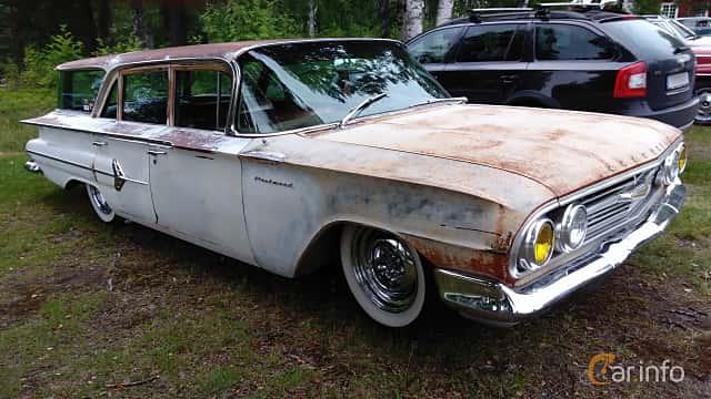 Front/Side  of Chevrolet Parkwood 4.6 V8 Powerglide, 233ps, 1960 at Onsdagsträffar på Gammlia Umeå v.32 / 2017