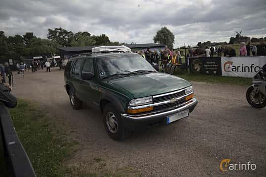 Front/Side  of Chevrolet S-10 Blazer 4-door 4.3 V6 4WD Automatic, 193ps, 2000 at Tisdagsträffarna Vikingatider v.25 / 2017
