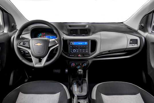Interior of Chevrolet Spin 1.8 Flex Fuel Automatic, 106hp, 2016