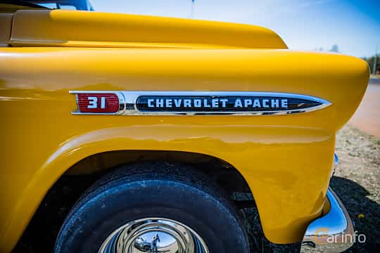 Close-up of Chevrolet Suburban Carryall 3.9 Manual, 137ps, 1959 at Örebro Spring meet 2016