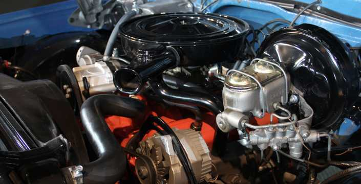 Engine compartment  of Chevrolet C/K 20  Suburban Carryall 1971