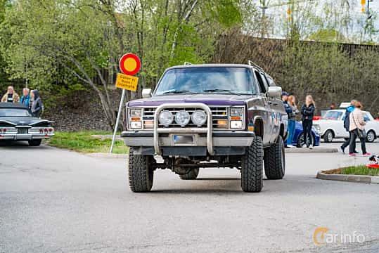 Front/Side  of Chevrolet Suburban V10 6.2 V8 4WD Hydra-Matic, 132ps, 1988 at Vårcruising Järna 2019