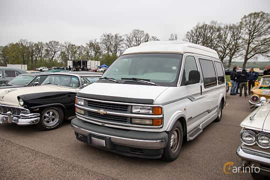 Front/Side  of Chevrolet Express 1500 Passenger Van 5.7 V8 Automatic, 248ps, 1996 at Lucys motorfest 2019