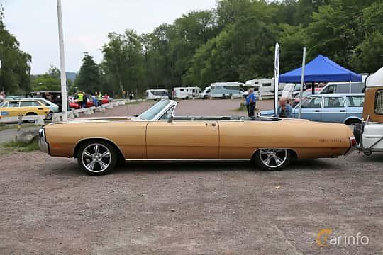 Side of Chrysler Three Hundred Convertible 7.2 V8 TorqueFlite, 355ps, 1969 at Kungälvs Kulturhistoriska Fordonsvänner 2018 v.33
