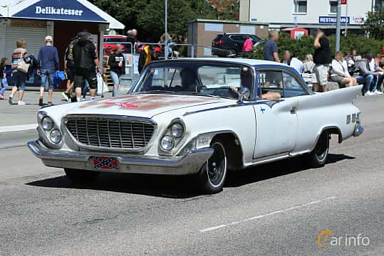 Fram/Sida av Chrysler New Yorker 2-door Hardtop 6.8 V8 TorqueFlite, 355ps, 1961 på Cruising Lysekil 2019