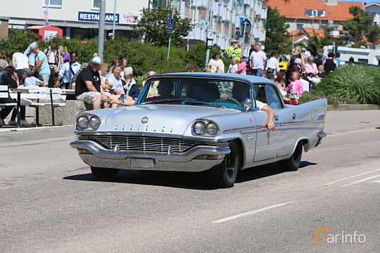 Front/Side  of Chrysler New Yorker 4-door Hardtop 6.4 V8 TorqueFlite, 330ps, 1957 at Cruising Lysekil 2019