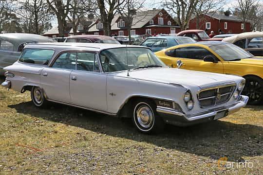Front/Side  of Chrysler New Yorker Town & Country 6.8 V8 TorqueFlite, 345ps, 1962 at Uddevalla Veteranbilsmarknad Backamo, Ljungsk 2019