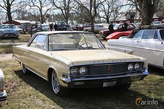 Fram/Sida av Chrysler Newport 2-door Hardtop 6.3 V8 TorqueFlite, 274ps, 1965 på Uddevalla Veteranbilsmarknad Backamo, Ljungsk 2019