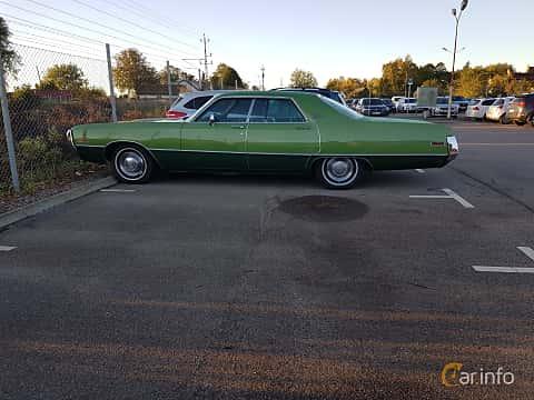 Side of Chrysler Newport 4-door Hardtop 6.3 V8 TorqueFlite, 278ps, 1971