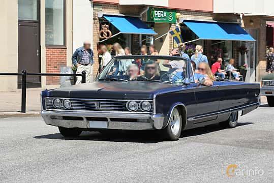 Fram/Sida av Chrysler Newport Convertible 6.3 V8 TorqueFlite, 274ps, 1966 på Cruising Lysekil 2019