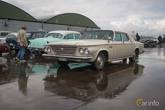 Fram/Sida av Chrysler Newport Sedan 5.9 V8 TorqueFlite, 269ps, 1963 på Fly ´n´ Ride 2017
