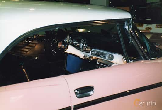 Close-up of Chrysler Windsor 2-door Hardtop 5.8 V8 TorqueFlite, 289ps, 1957