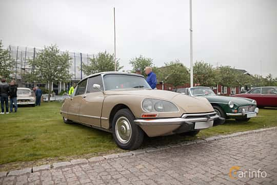 Front/Side  of Citroën DS 23 Sedan 2.2 Manual, 125ps, 1972 at Veteranbilsträff i Vikens hamn  2019 Maj