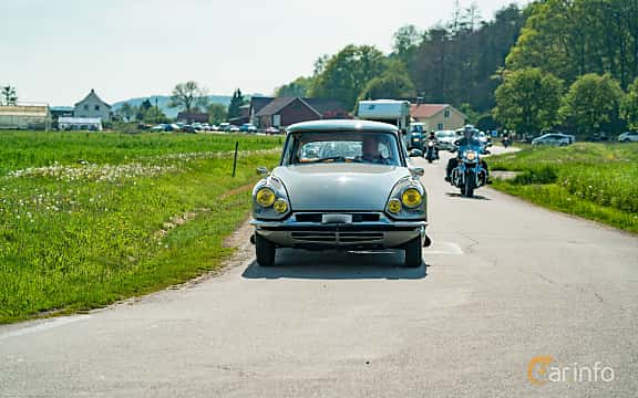 Front  of Citroën DS 19 1.9 Manual, 75ps, 1960 at Tjolöholm Classic Motor 2019