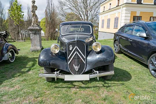 Front  of Citroën 11 CV Sedan 1.9 Manual, 56ps, 1948 at Fest För Franska Fordon  på Taxinge slott 2019